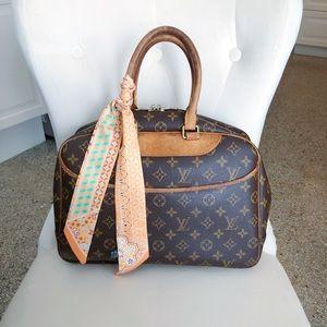 Louis Vuitton Deauville Monogram Tote Bag